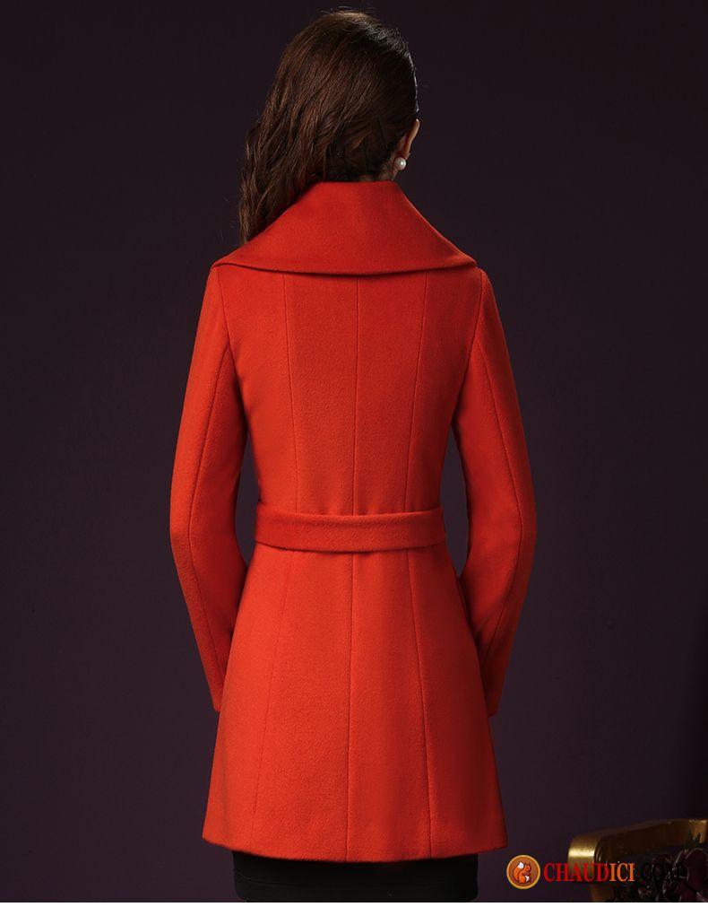 A partir de l'automne, portez des manteaux légers et dès les premières fraicheurs optez pour le manteau d'hiver, chaud et douillet. Le manteau se présente sous plusieurs formes: court, mi-long ou long, vous trouverez la forme qui vous sublimera.